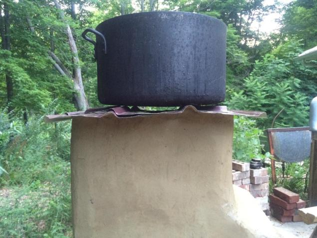 cooker side view with pot